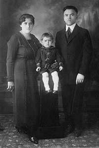 Young Jack Kirby with his parents circa 1920