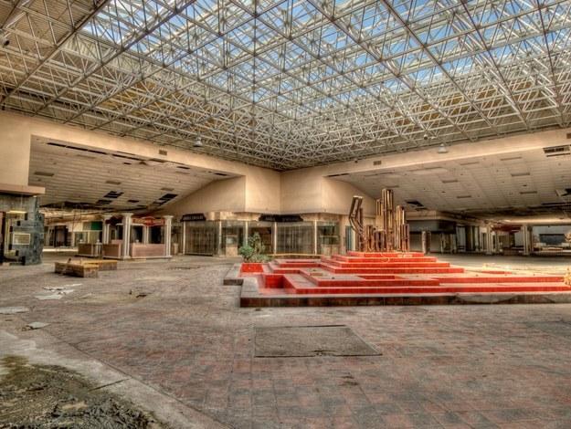 Abandoned, single floor mall.