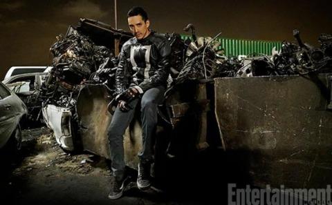 Gabriel Luna as Robbie