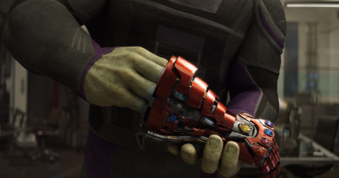 Hulk wielding the second Infinity Gauntlet