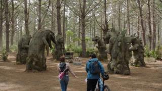 Destination Dinohenge