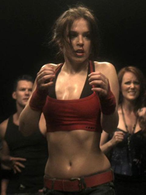 Elise Gatien as Mia Dearden/Speedy