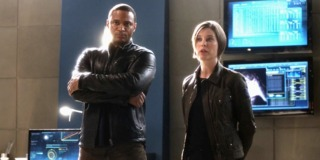 Lyla and Diggle in Star Labs in Flash