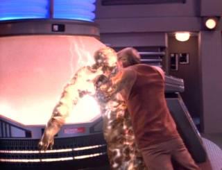 Odo kills a Changeling