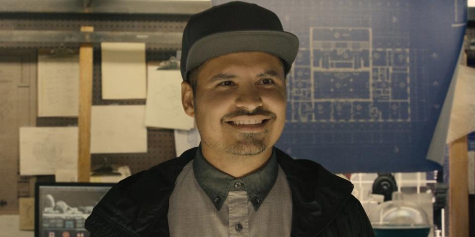 Michael Peña as Luis