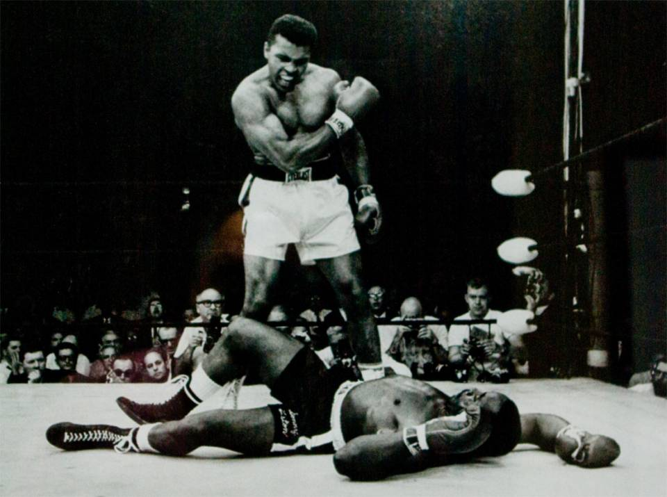 Muhammad Ali defeats Sonny Liston in only 1 round.