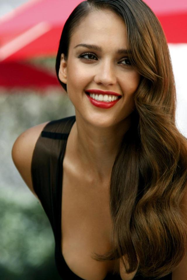 Poll: <b>Jessica Alba</b> vs Scarlett Johansson (28 votes) - 4067685-jessica-alba-picture1
